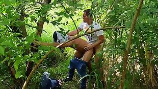Sexo na trilha de Floripa com varios machos - COMPLETO NO RED